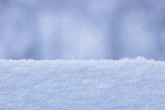 Fundo do close up da textura da neve no azul Foto de Stock Royalty Free