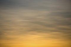 Fundo do céu e área vazia para o texto, o fundo da natureza e o sentimento bom no crepúsculo ou na manhã, fundo para a apresentaç Foto de Stock