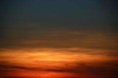Fundo do céu e área vazia para o texto, o fundo da natureza e o sentimento bom no crepúsculo ou na manhã, fundo para a apresentaç Fotos de Stock Royalty Free