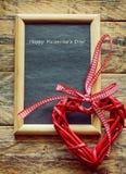 Fundo do dia de Valentim com coração e placa preta Foto de Stock Royalty Free