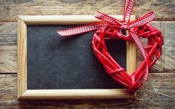 Fundo do dia de Valentim com coração trançado Imagens de Stock