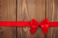 Fundo do dia de Valentim com fita vermelha Fotos de Stock Royalty Free