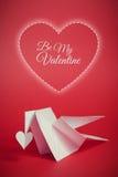 Fundo do dia de Valentim com origâmi pomba e corações Fotos de Stock Royalty Free
