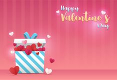 Fundo do dia de Valentim Uma caixa de presente e muitas coração-deram forma ao cair de papel sobre na parte superior com ` feliz  Imagem de Stock