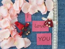 Fundo do dia do Valentim Fundo azul da sarja de Nimes com feito malha Foto de Stock Royalty Free