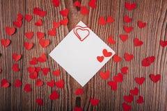 Fundo do dia do ` s do Valentim com cartas de amor, chaves e formas do coração Casa nova Imagens de Stock Royalty Free