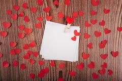 Fundo do dia do ` s do Valentim com cartas de amor, chaves e formas do coração Casa nova Fotografia de Stock Royalty Free