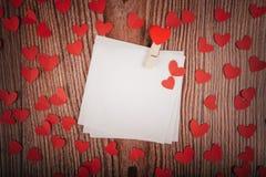 Fundo do dia do ` s do Valentim com cartas de amor, chaves e formas do coração Casa nova Fotografia de Stock