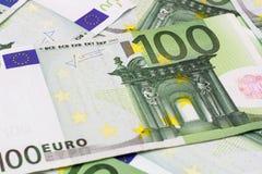 Fundo do dinheiro - cem euro- cédulas das contas Fotografia de Stock Royalty Free