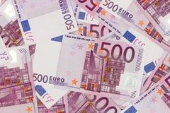 Fundo do dinheiro - cinco cem euro- cédulas das contas Fotografia de Stock