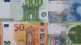 100 fundo do dinheiro do franco suíço do euro 50 Foto de Stock
