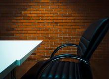 Fundo do escritório do local de trabalho e beira escura imagens de stock royalty free
