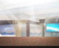 Fundo do escritório do tampo da mesa e do borrão Fotografia de Stock