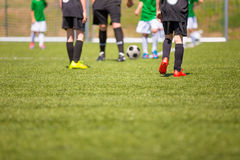 Fundo do esporte Fósforo de futebol para crianças Competiam do treinamento e do futebol Fotografia de Stock Royalty Free