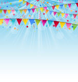 Fundo do feriado com bandeiras e confetes do aniversário Foto de Stock