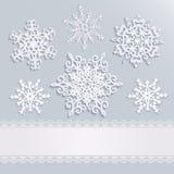 Fundo do feriado com flocos de neve e listra branca com laço ilustração stock