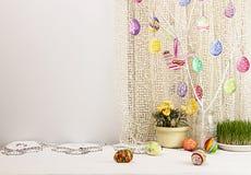 Fundo do feriado da Páscoa com ramo, ovos da aquarela, pintados Fotos de Stock Royalty Free