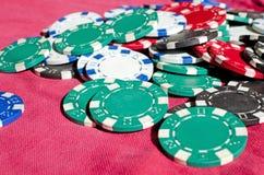 Fundo do fim acima de microplaquetas de pôquer Foto de Stock