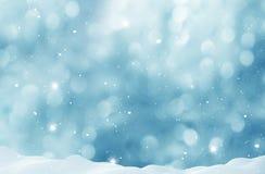 Fundo do inverno com neve e bokeh borrado fotos de stock royalty free