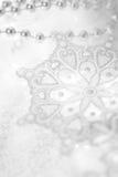 Fundo do inverno do Natal com flocos de neve Fotos de Stock Royalty Free