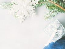 Fundo do inverno do Natal com ramos de árvore do abeto foto de stock