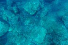 Fundo do mar subaquático com luz solar Fotos de Stock Royalty Free