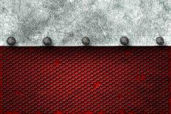 Fundo do metal de Grunge placa de metal na grade preta e no pla vermelho Fotos de Stock