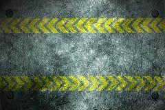 Fundo do metal de Grunge rebite na placa e no amarelo de metal Imagens de Stock Royalty Free