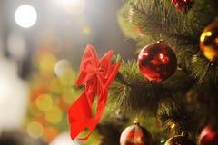 Fundo do Natal com árvore e brinquedos Fotografia de Stock Royalty Free