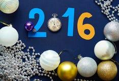 Fundo do Natal com bolas, relógios de bolso e figuras Fotografia de Stock Royalty Free