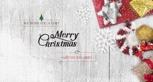 Fundo do Natal com a caixa de presente das decorações com floco de neve Foto de Stock