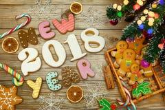 Fundo do Natal com cookies do Natal, decoração e especiarias, 2018 Imagens de Stock Royalty Free