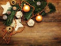Fundo do Natal com decoração dourada fotografia de stock royalty free