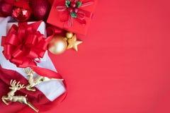 Fundo do Natal com decorações e caixas de presente Imagem de Stock Royalty Free