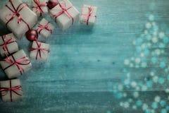 Fundo do Natal com decorações e caixas de presente Fotos de Stock