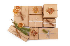 Fundo do Natal com decorações e caixas de presente no branco Fotos de Stock Royalty Free