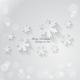 Fundo do Natal com flocos de neve de papel Fotos de Stock Royalty Free