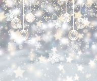 Fundo do Natal com flocos de neve, quinquilharias e confetes ilustração royalty free
