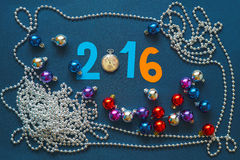 Fundo do Natal com números, relógios de bolso e grânulos Fotos de Stock Royalty Free