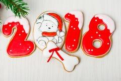 Fundo do Natal com pão-de-espécie e árvores de Natal Imagens de Stock Royalty Free