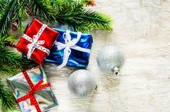 Fundo do Natal com presentes e bolas Imagem de Stock Royalty Free