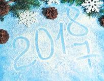 Fundo do Natal com uma neve e um pinecone Fotografia de Stock Royalty Free