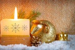 Fundo do Natal com vela branca do advento Imagens de Stock