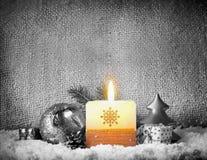 Fundo do Natal com vela do advento Imagem de Stock