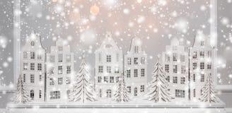 Fundo do Natal das decorações de papel Xmas e fundo novo feliz de YeChristmas das decorações de papel Xmas e ano novo feliz foto de stock