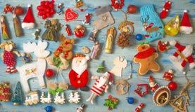 Fundo do Natal e do ano novo com decorações foto de stock