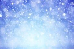 Fundo do Natal do inverno com os flocos e blizzard brilhantes da neve fotos de stock royalty free