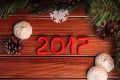 Fundo do Natal na madeira presente e marshmallows Imagem de Stock Royalty Free