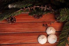 Fundo do Natal na madeira presente e marshmallows Imagens de Stock