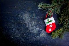 Fundo do Natal: tabela de madeira com decorações Imagens de Stock Royalty Free